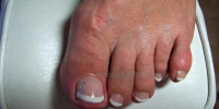 Frenchfootnails-White-Swarovski
